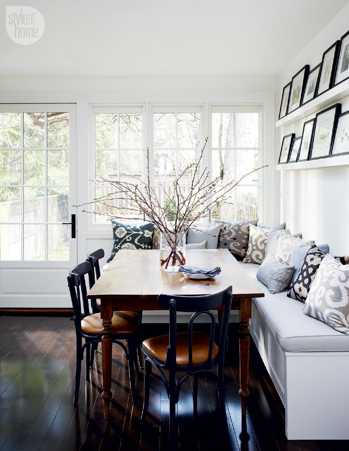 Kitchen banquette with cushions