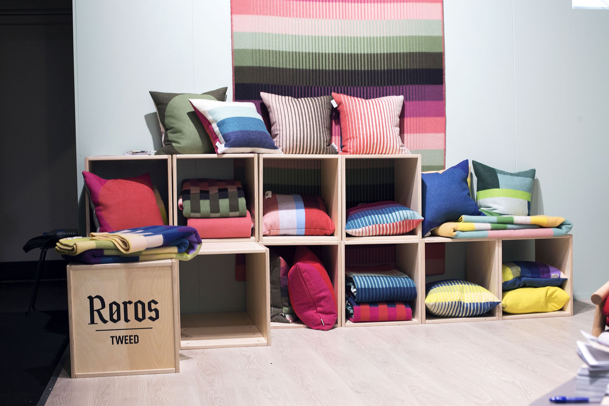 Luxurious-and-colorful-textile-display-from-Røros-Tweed-at-IMM-Cologne-2017