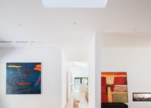 Modern-artwork-brings-color-to-the-contemporary-interior-217x155
