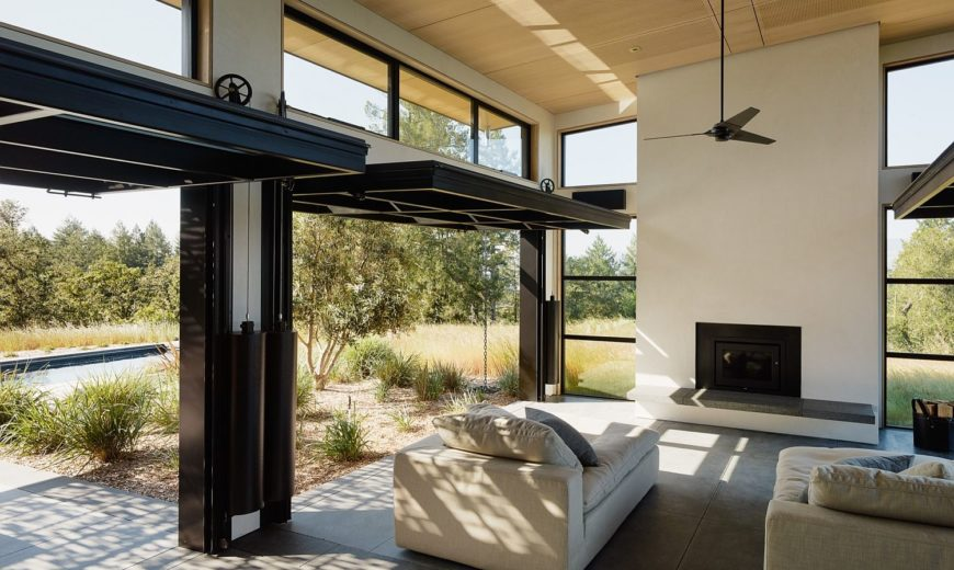 Connecting with Nature: Open and Serene Retreat Blurs Traditional Boundaries