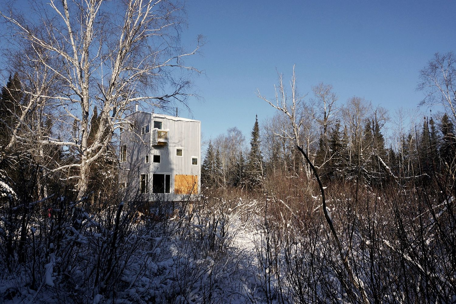 Pole House in Canada next to Lake Winnipeg