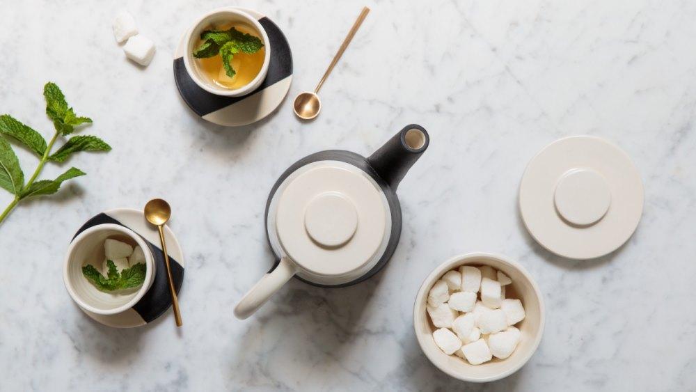 Shift porcelain tea set from Apparatus