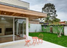 Small-sitting-space-that-stretches-into-the-garden-outside-217x155