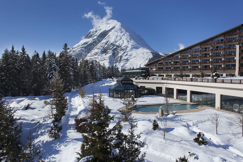 Snow-filled-slopes-around-Interalpen-Hotel-Tyrol