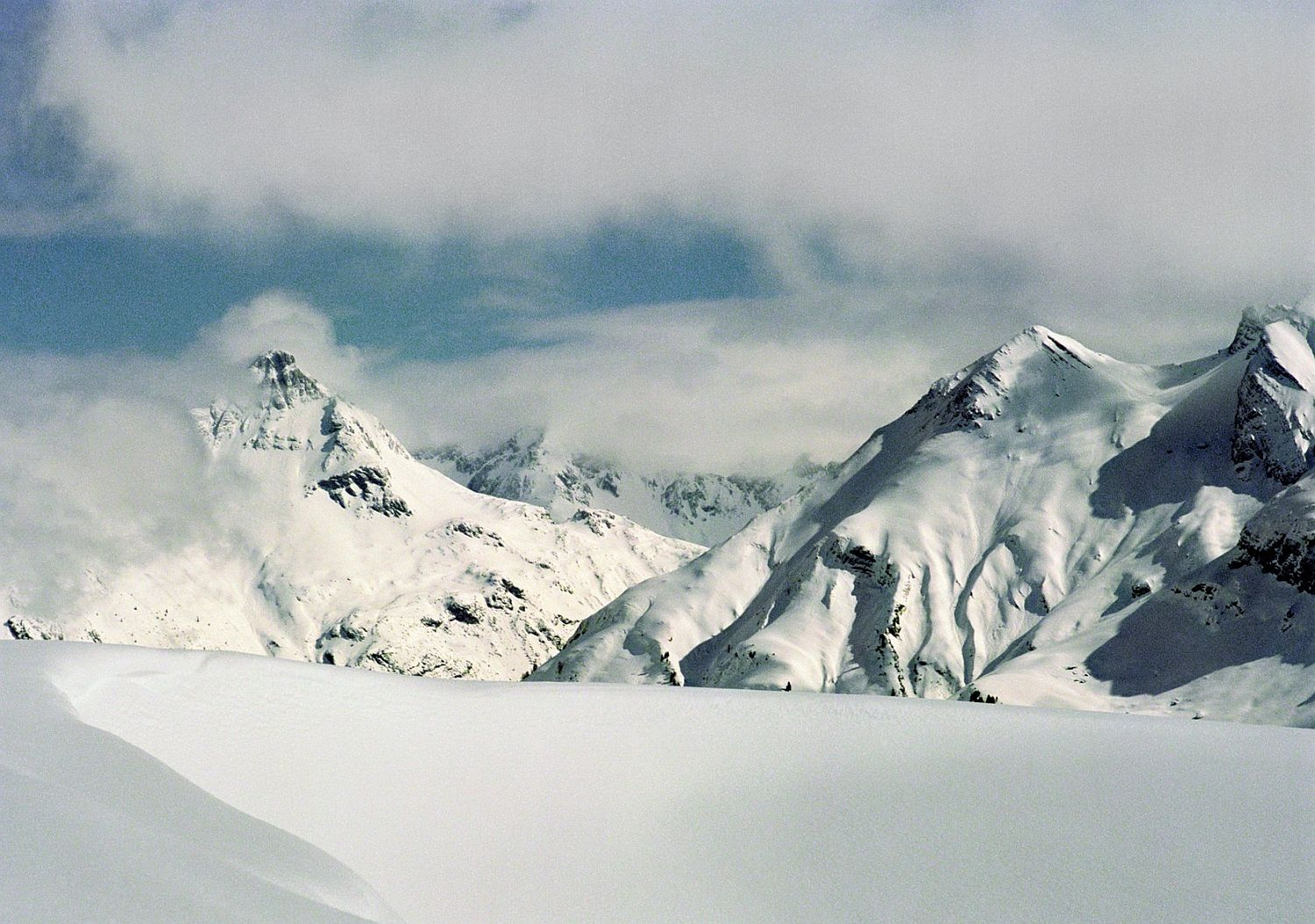 Stunning-views-of-the-Alps-and-snow-lad-slopes-from-Houtel-Aurelio-Lech