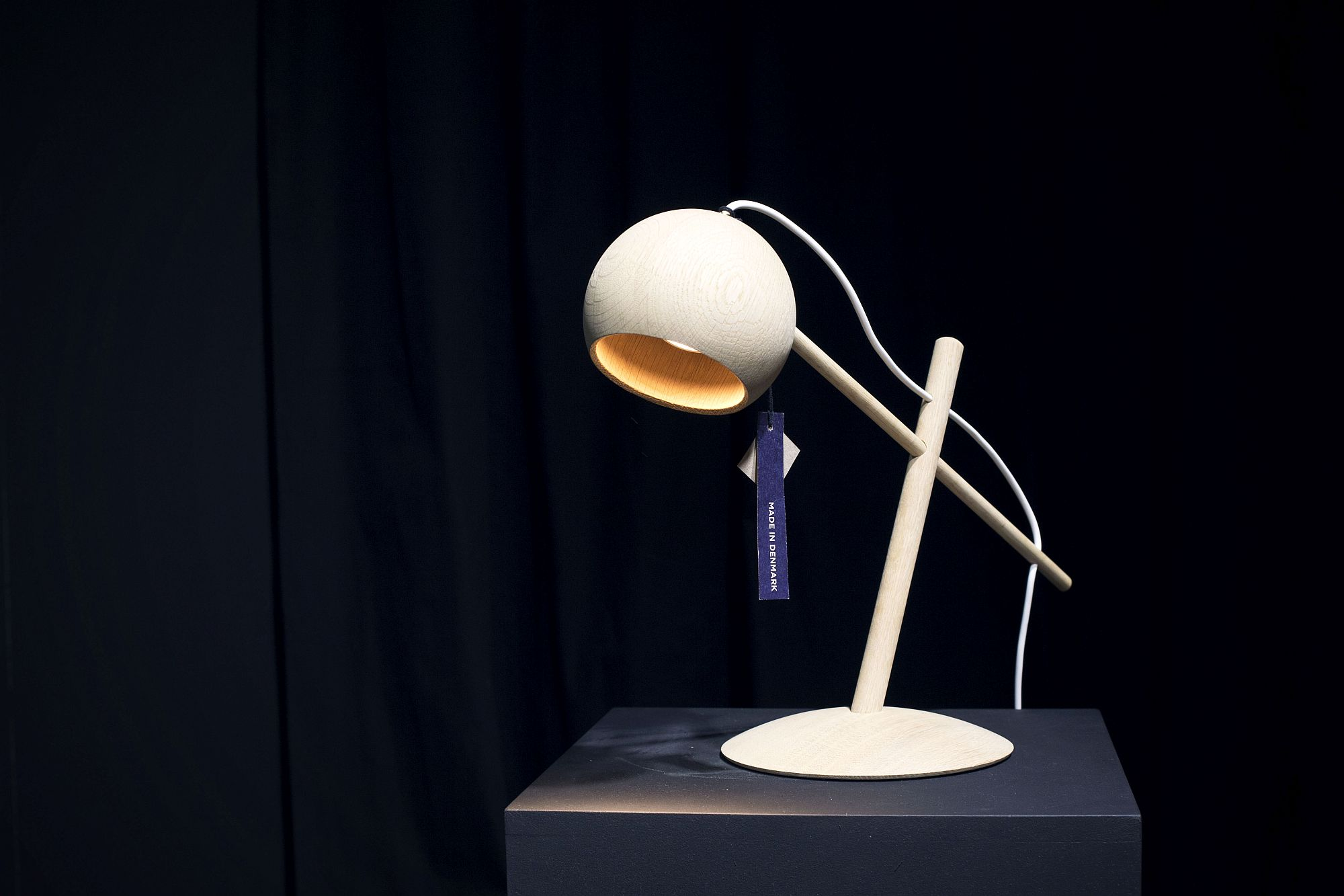 Stylish-table-lamp-in-wood-from-BRDR-KRUGER