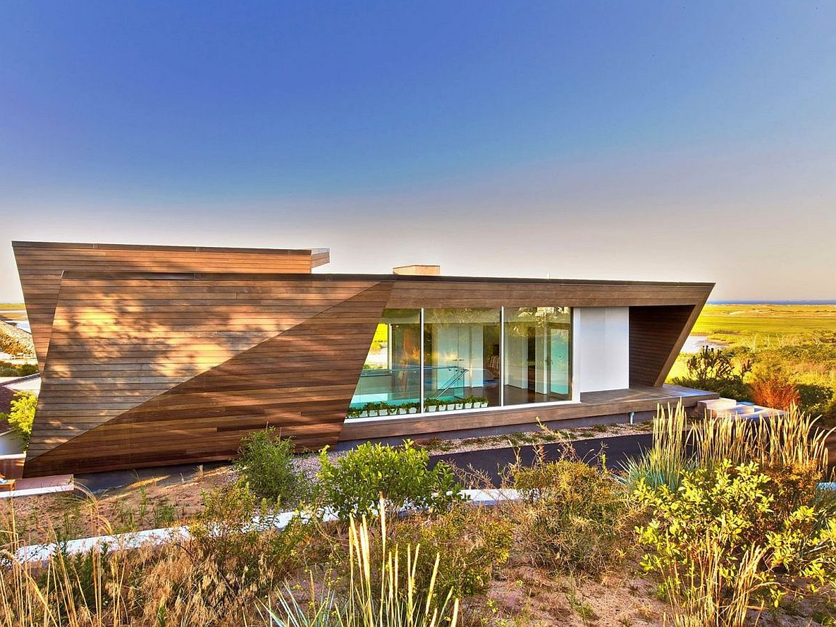 Wooden facade of beach house in Cape Cod Massachussetts Wood, Concrete and Sculptural Beauty: Mesmeric Cape Cod Beach House