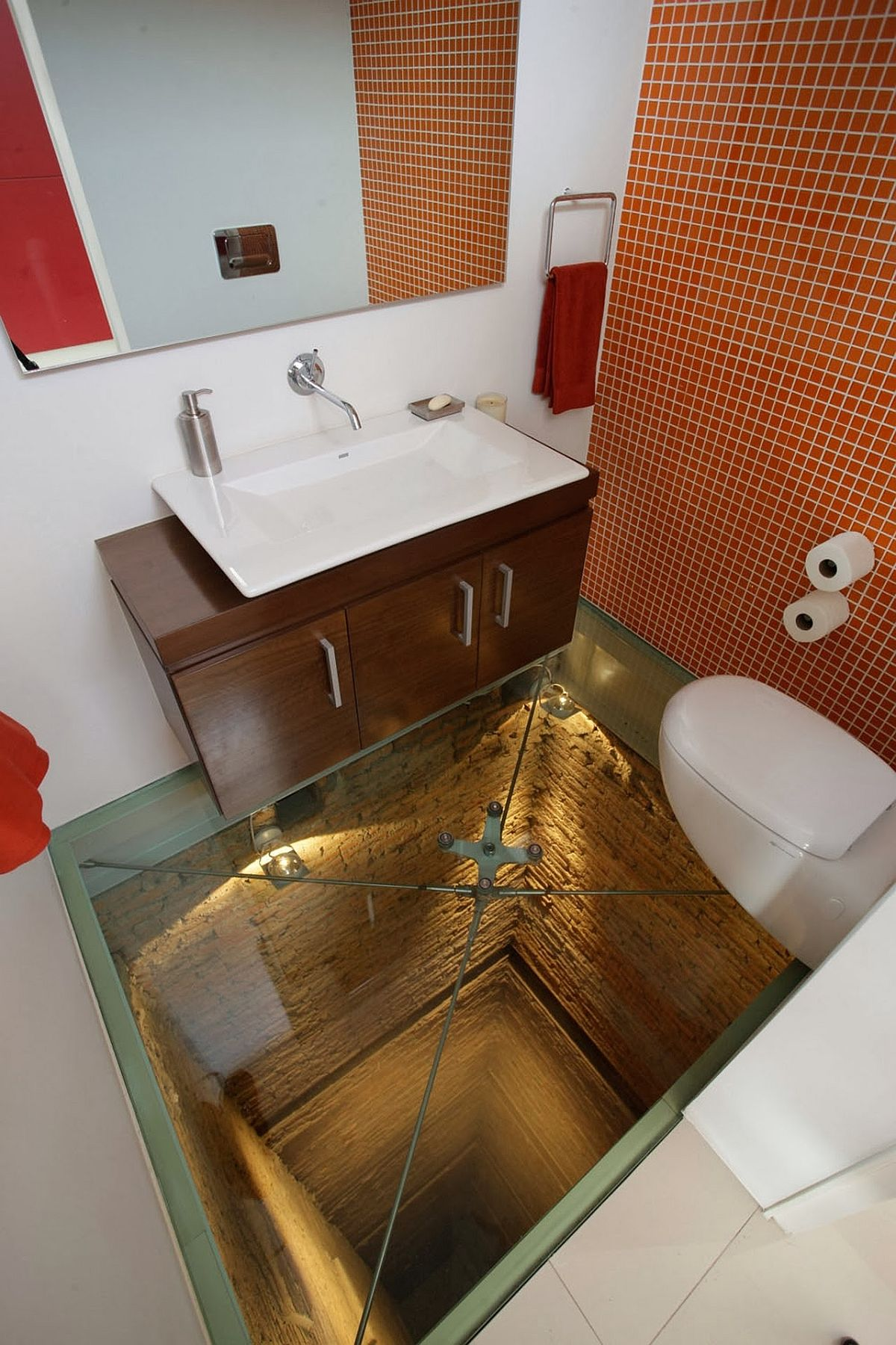 Awe-inspiring bathroom built above 15-story elevator shaft