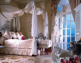 Bohemian Bedroom Inspiration: Four Poster Beds With Boho Chic Vibes