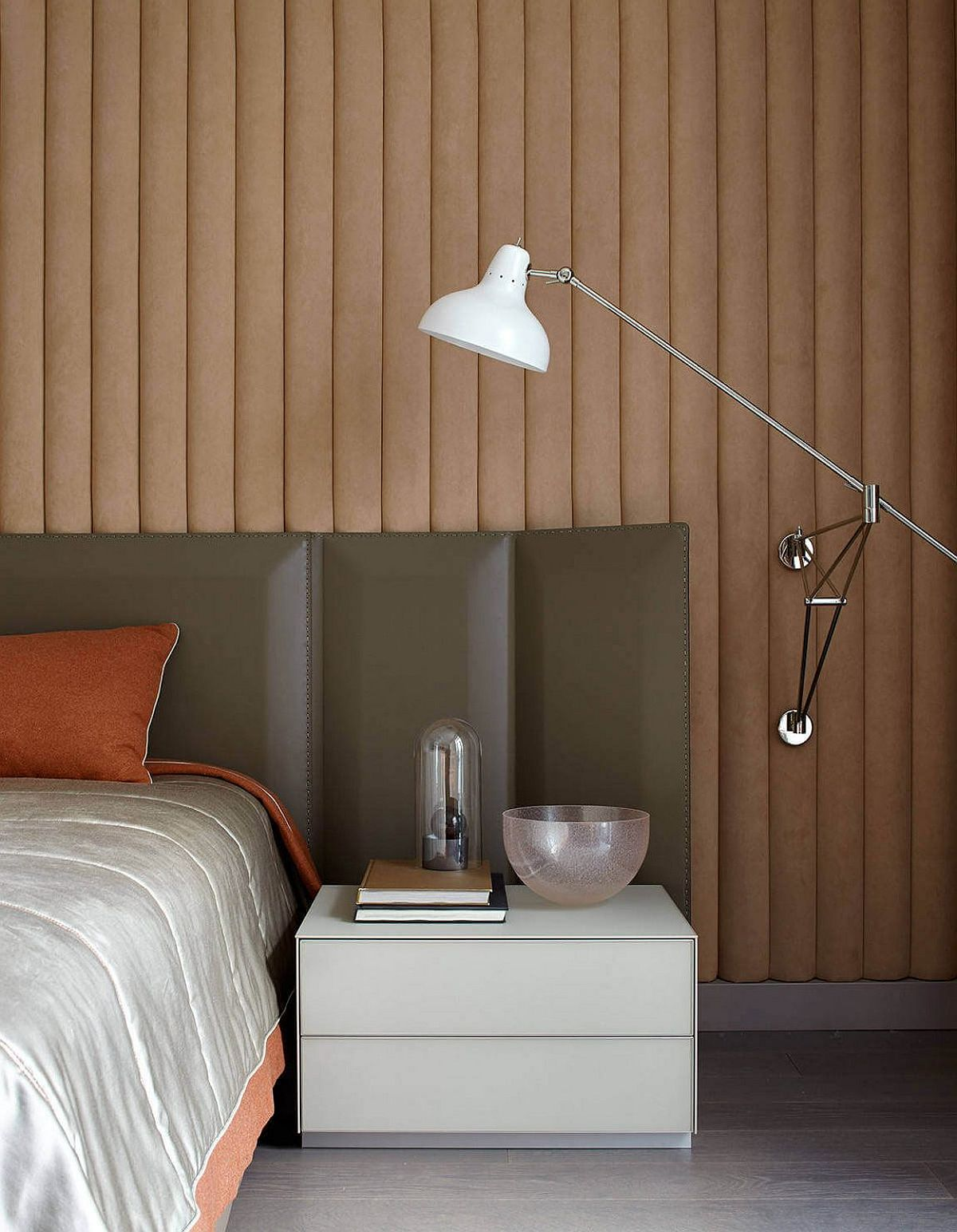 Bedside wall-mounted lighting and nighstand save up space