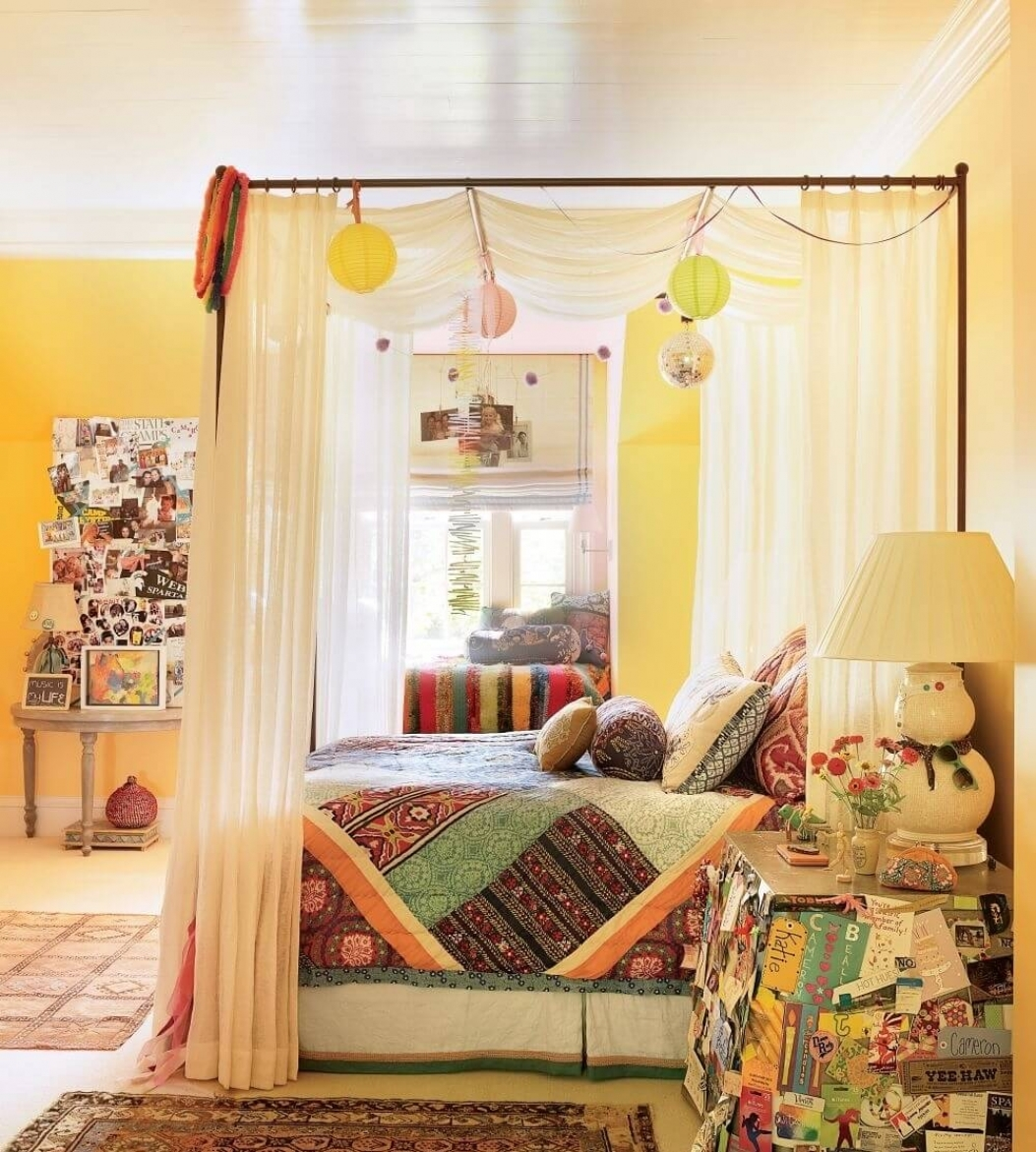 Bohemian Bedroom Inspiration: Four Poster Beds With Boho