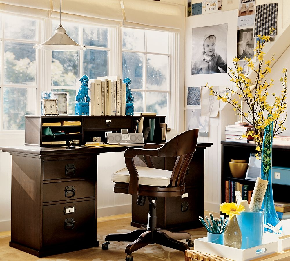 Cozy workspaces home offices with a rustic touch for How to decorate desk in office