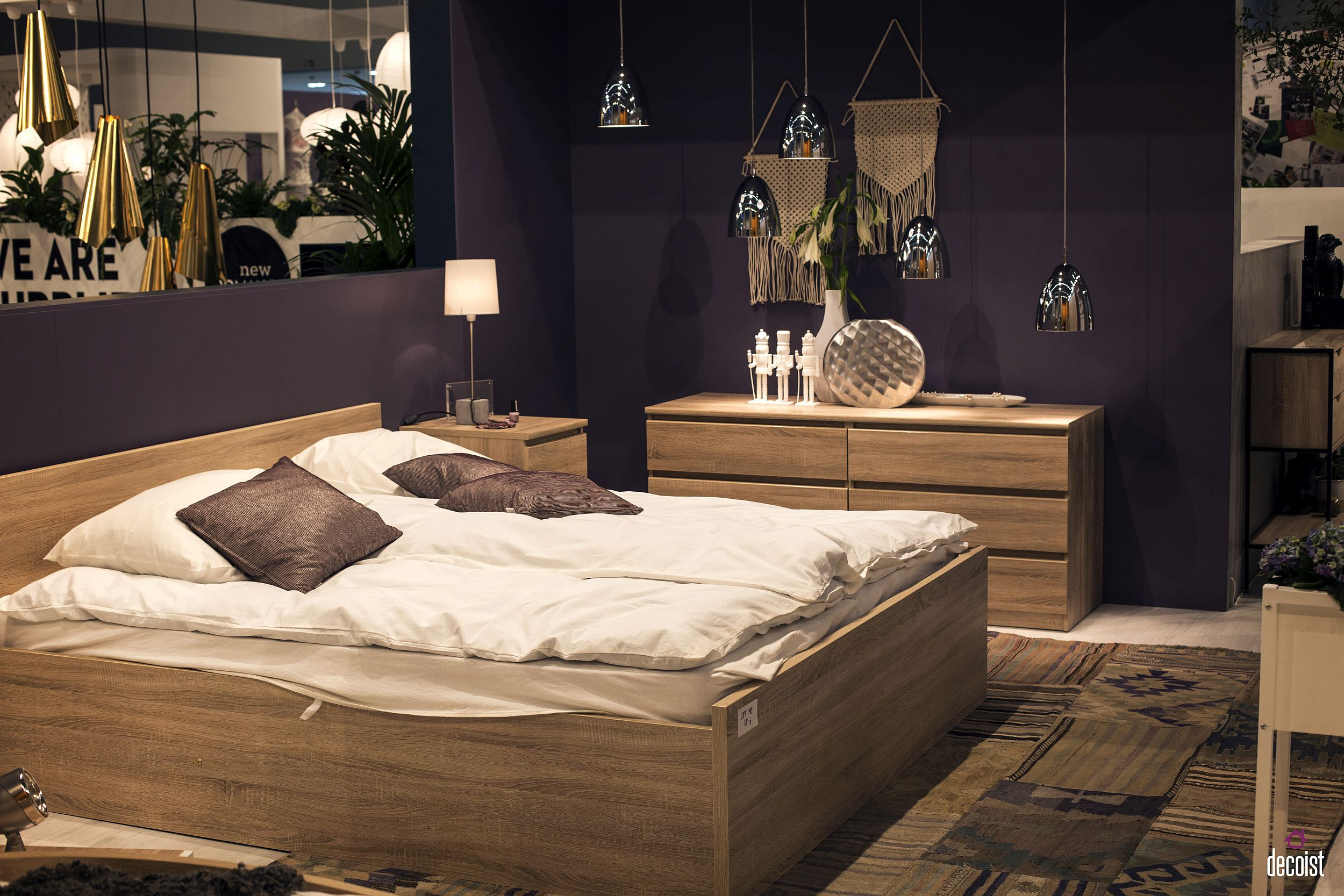 Bring the pendants into the bedroom to give the space a unique and sparkling aesthetic