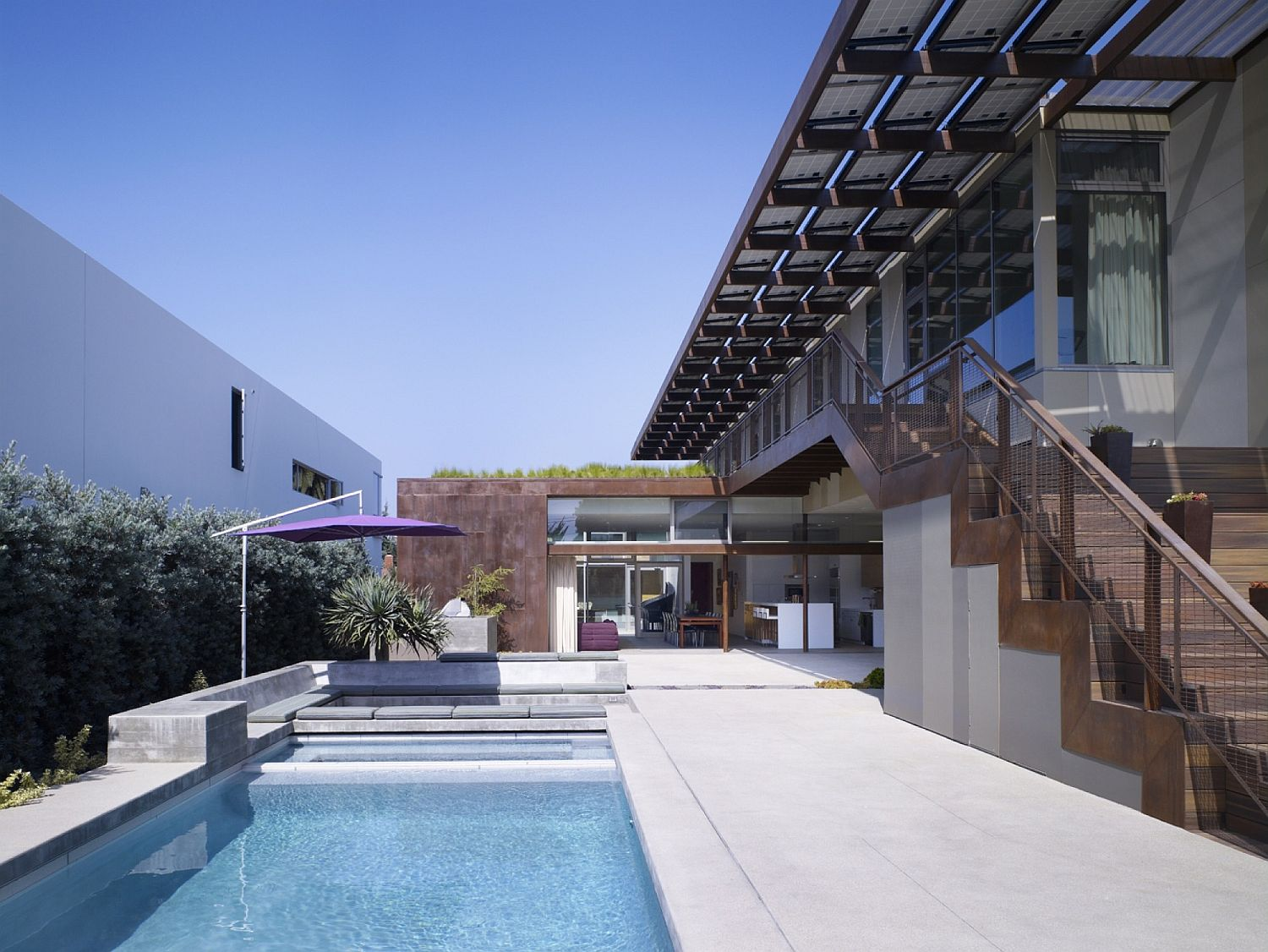 Central-courtyard-pool-and-open-social-zones-at-the-Yin-Yang-Residence