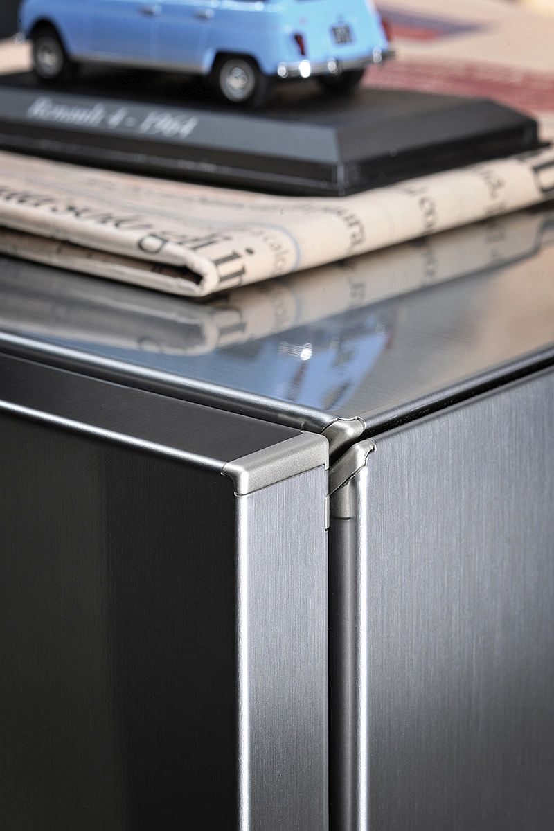Closer look at the Soho Tv Unit from Ronda Design