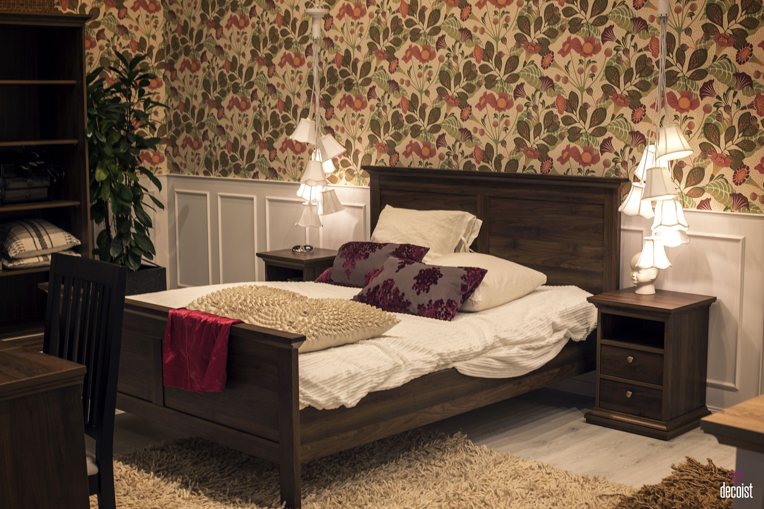 Delightful and flowery bedside lighting fixtures are perfect for the teen girl bedroom