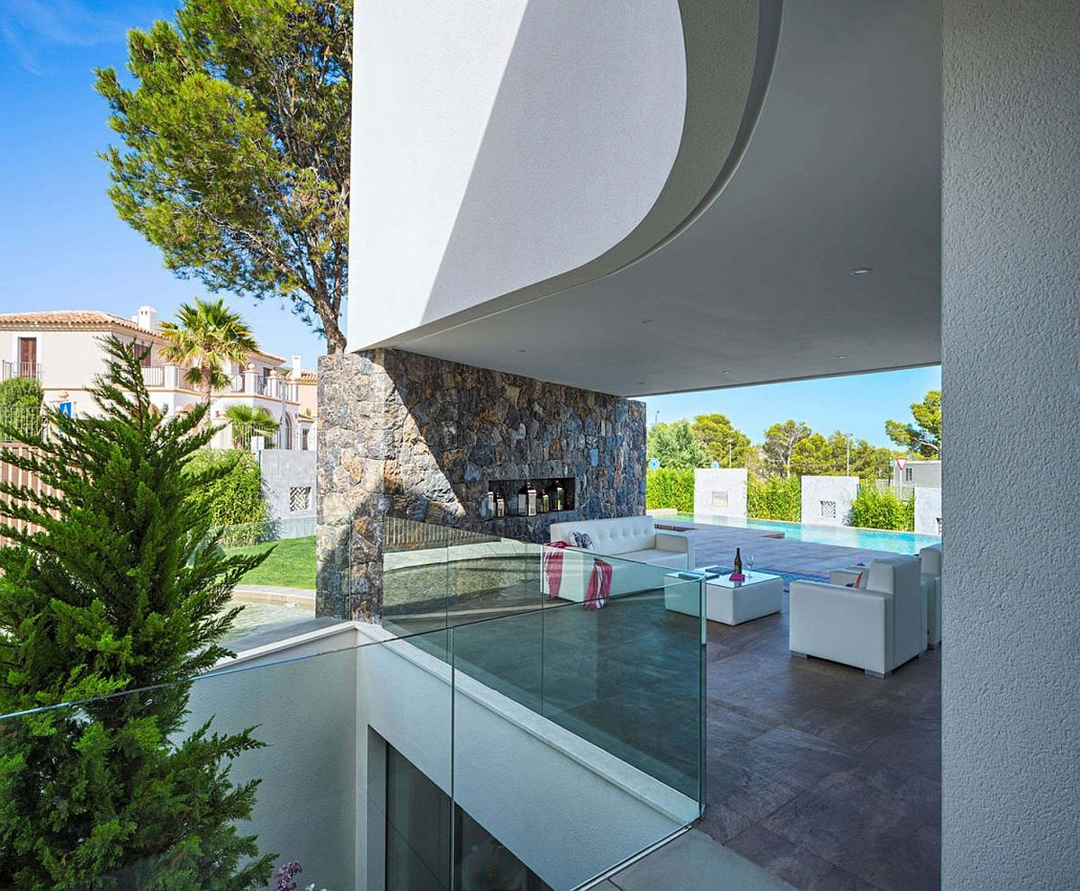 Design of the home creates a natural pergola for a shaded outdoor hangout