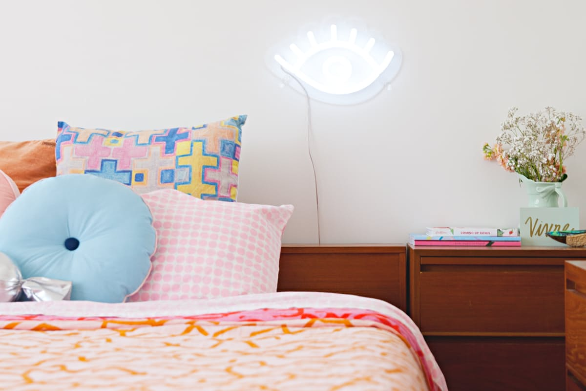 Eccentric neon bed light