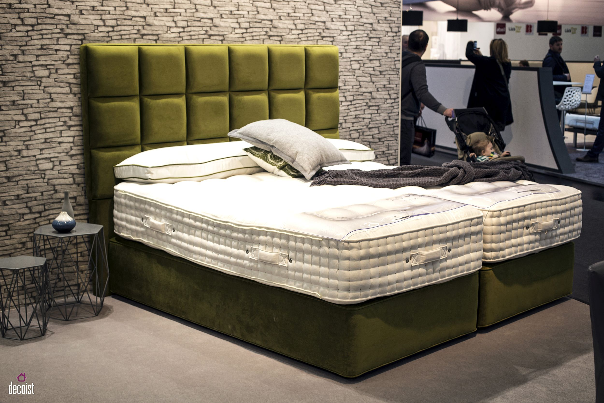 Exquisite-bed-and-headboard-usher-in-both-color-and-contrast-with-ease