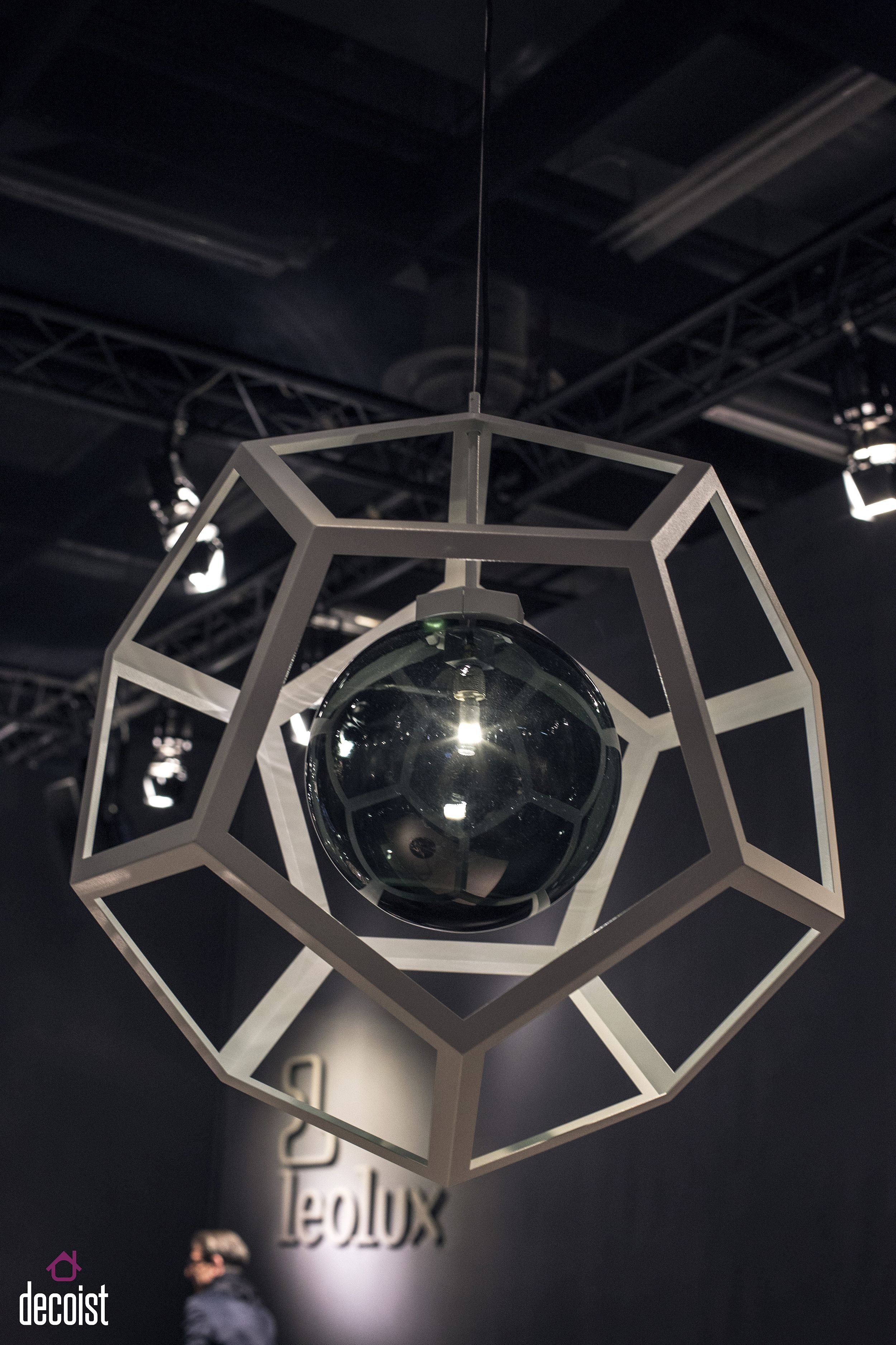 Geometric pendant light from Leolux