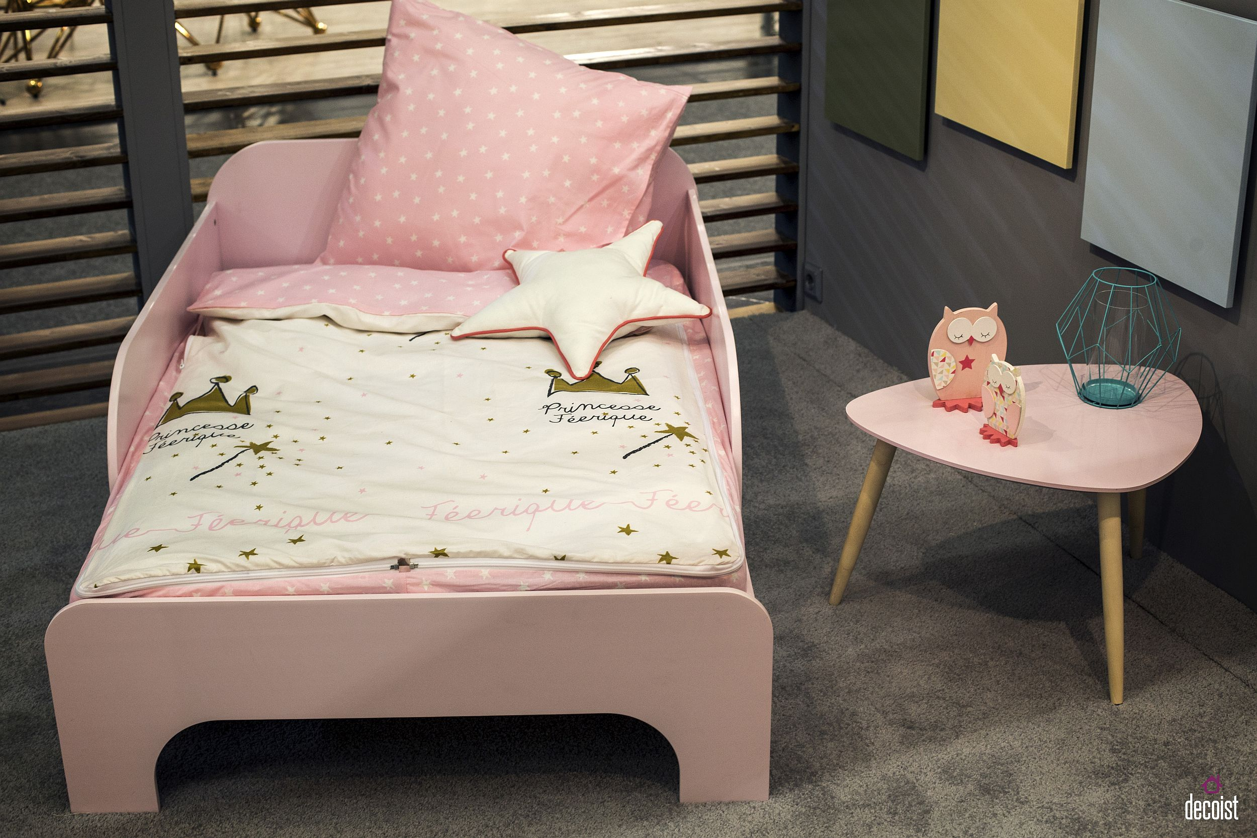 Girls' bed in pink and matching side table are perfect for your litlle princess!