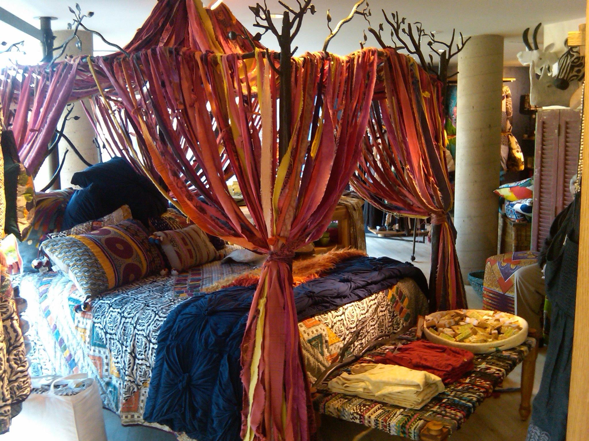 Bed canopy gypsy - The Fiery Feeling Of Oriental Red