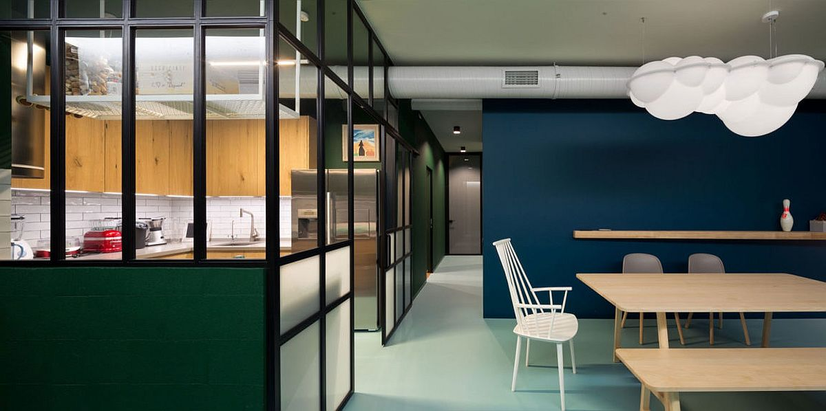 Kitchen-with-glass-walls-allows-light-to-filter-through-easily
