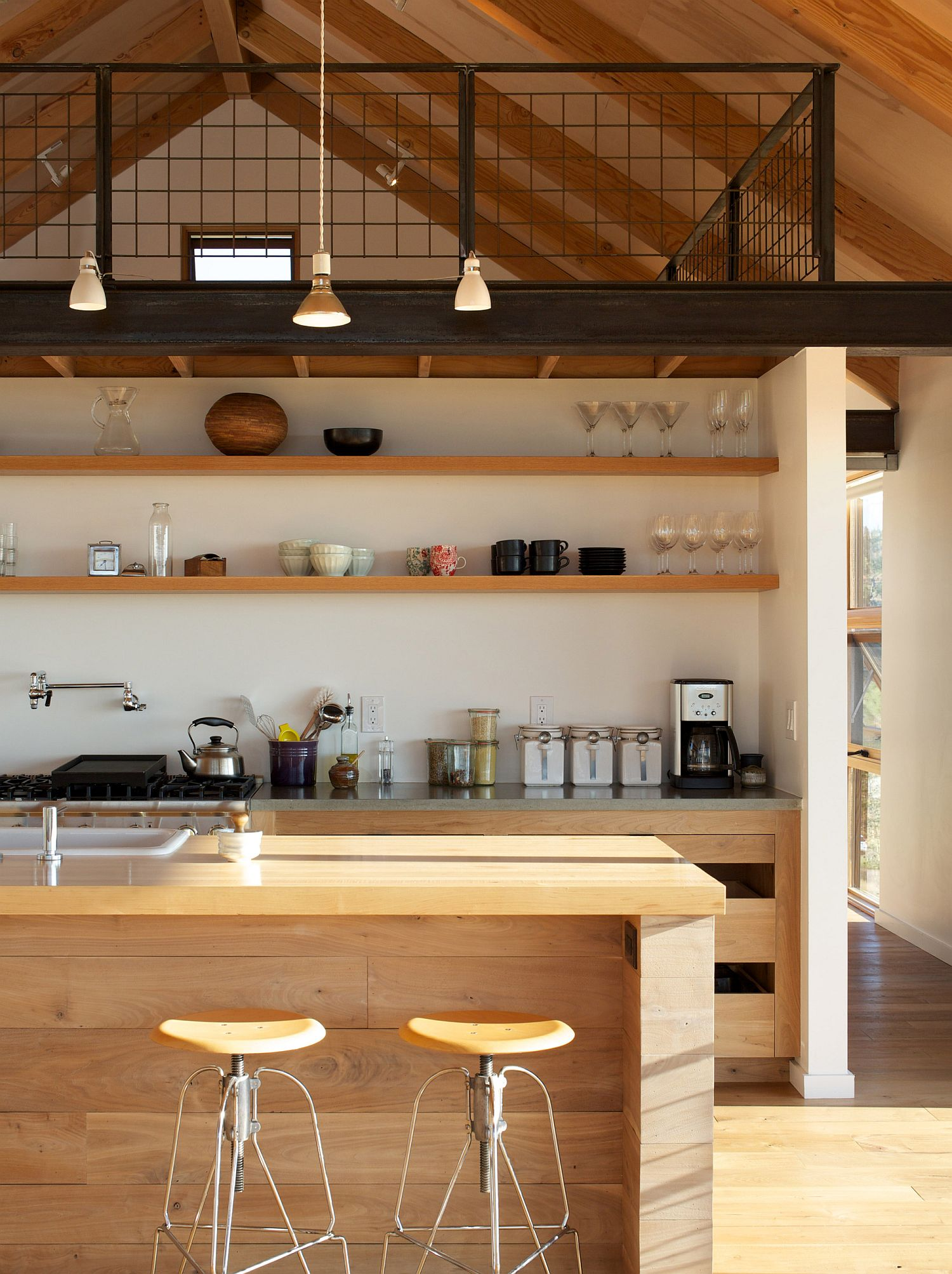 Kitchen-with-mezzanine-level-above-and-smart-pendant-lighting