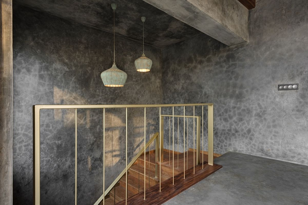 Local cement plastering technique gives the interior a stunning, industrial vibe