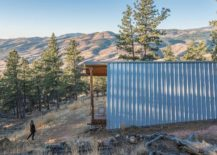 Metallic-sheet-improves-the-overall-insulatio-of-the-cool-moutnain-home-217x155