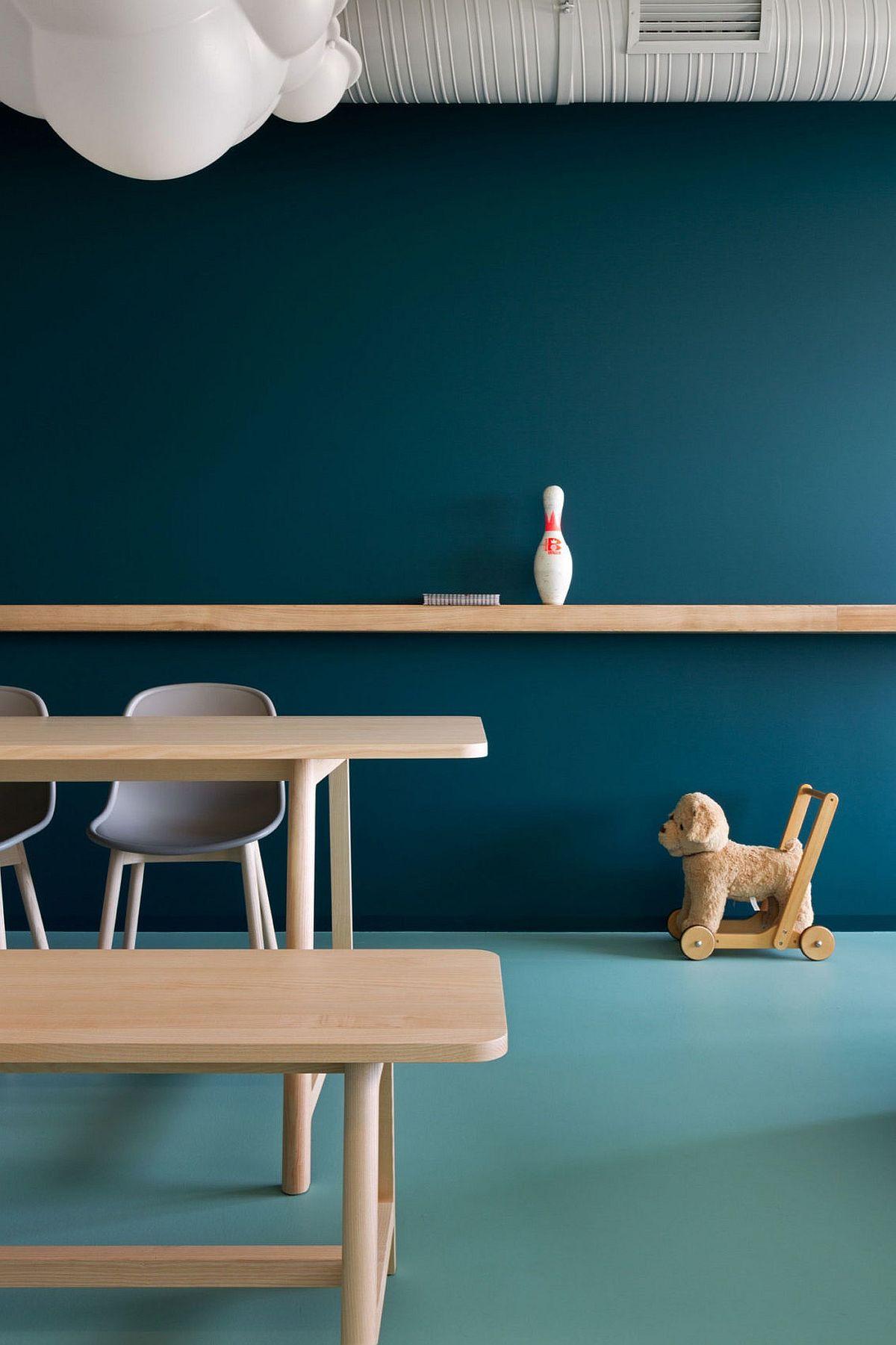 Minimal-floating-shelf-and-sleek-dining-table-inisde-the-Kiev-apartment