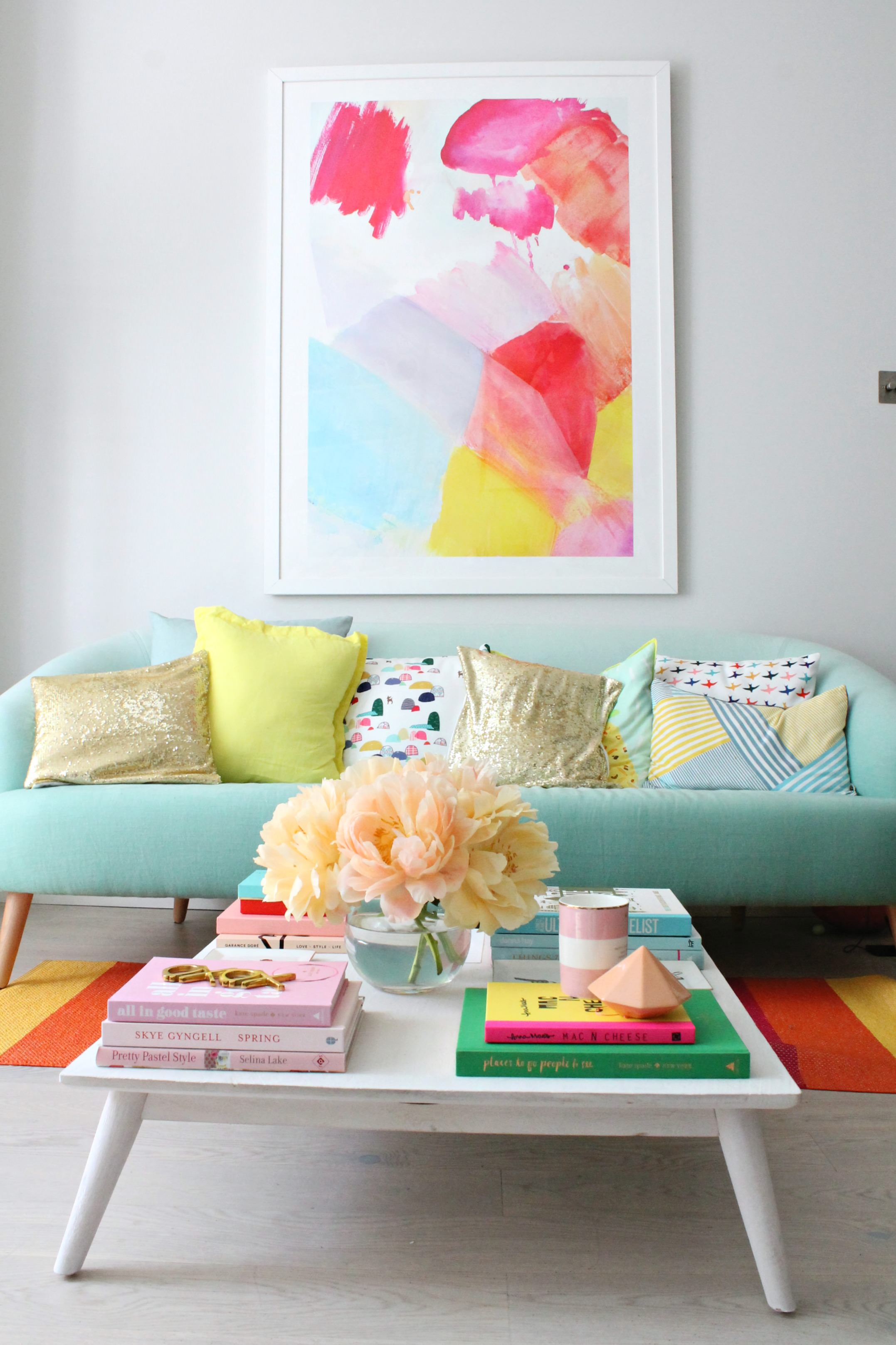 Fresh and pastel style your living room in mint hues for Trendy living room