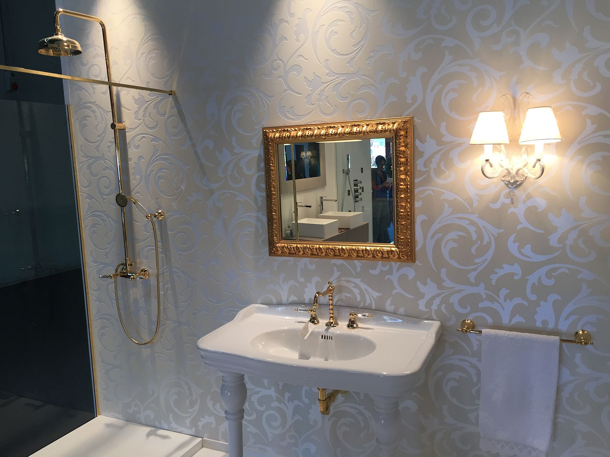Mirror frame from Fiore Rubinetterie brings art decot style to the bathroom