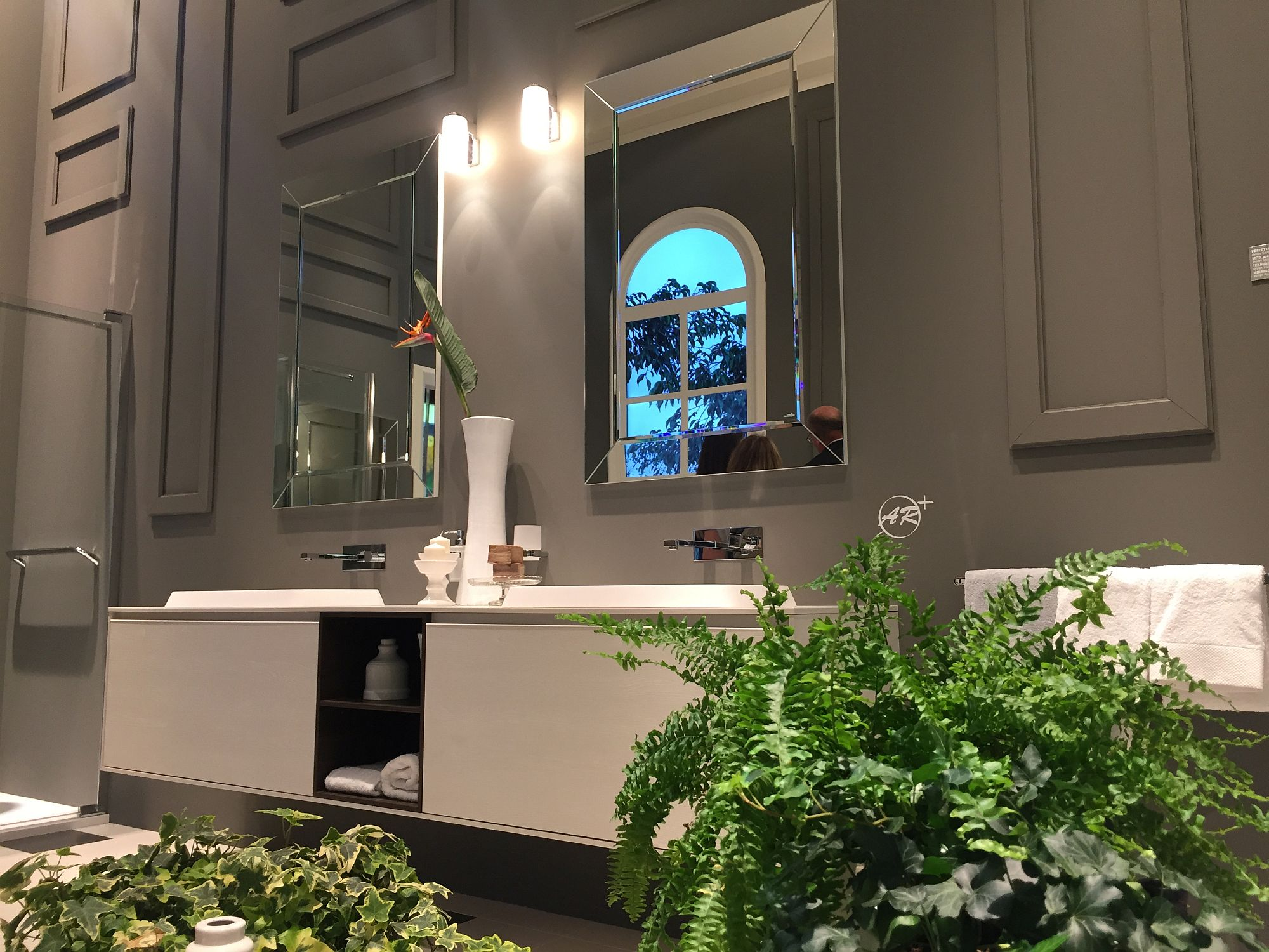 Mirrored-frames-give-the-bathroom-more-sparkle