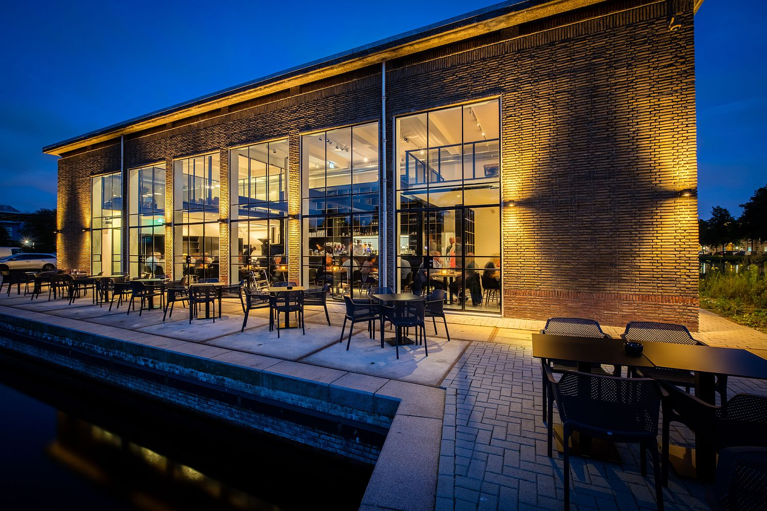 Outdoor-dining-experience-at-the-Capriole-Café