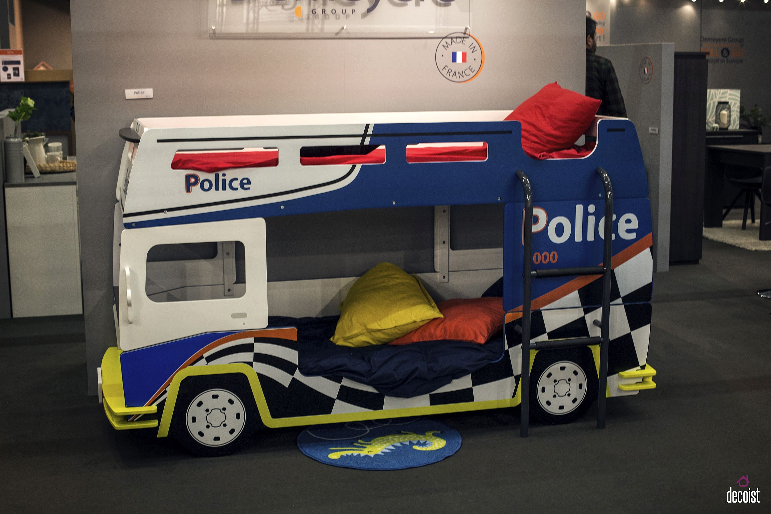 Police van style kids' bunk bed adds plenty of color and playfulness to the kids' room