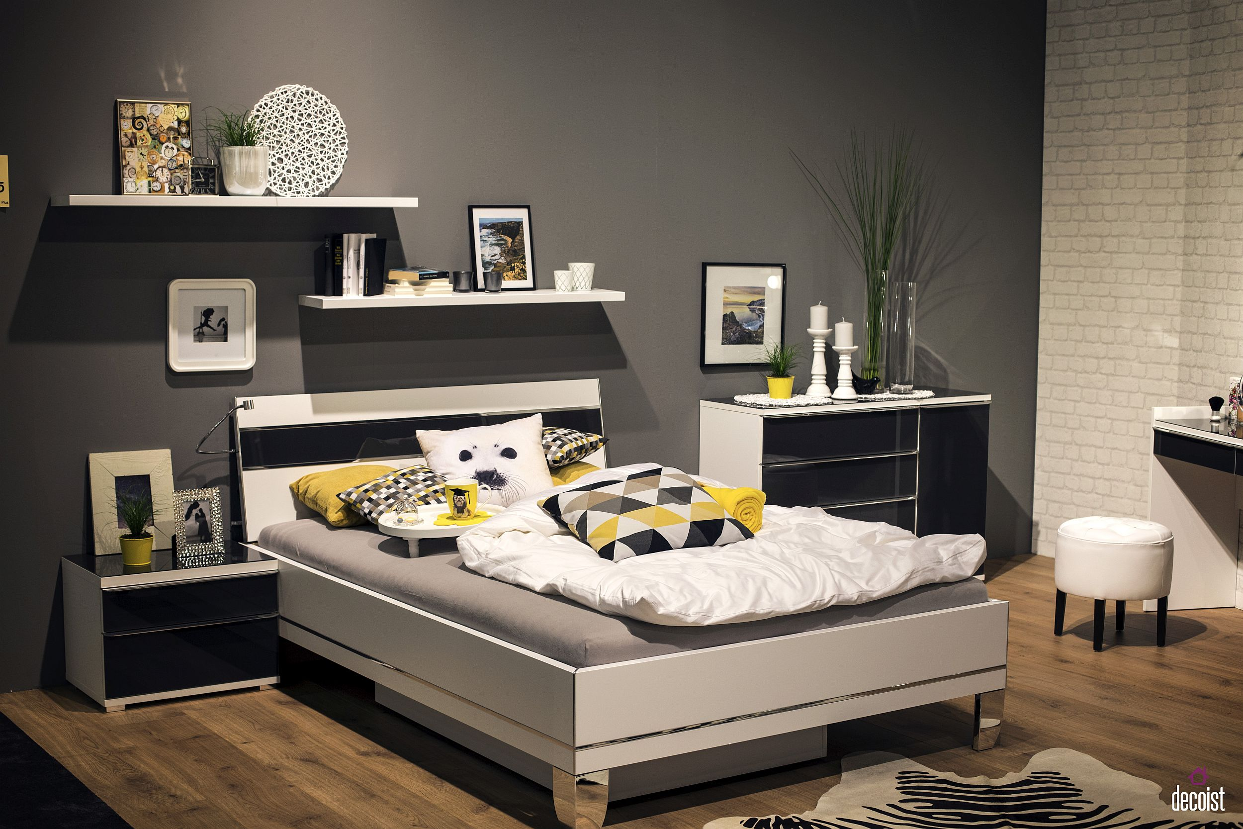 Polished tween and teen bedroom that can easily evolve along with them over time
