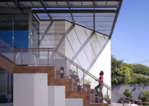 Pool-and-entry-of-the-modern-home-in-Venice-California-217x155
