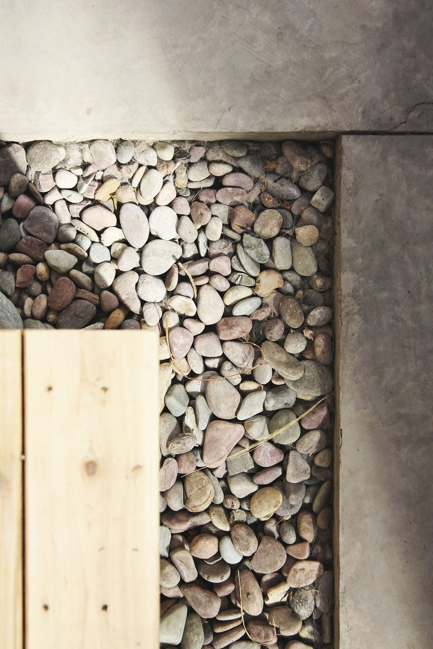 River rocks give the solarium a cool and elegant look