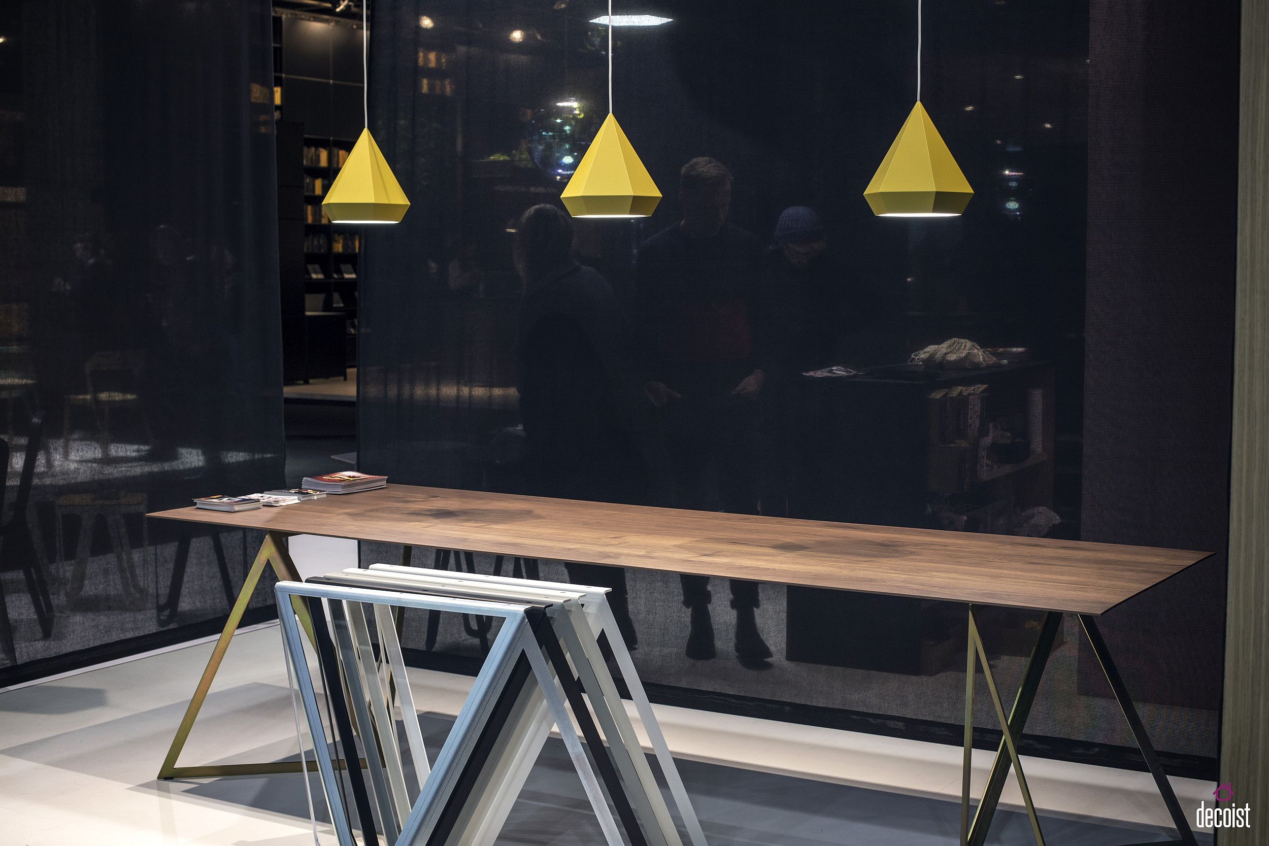 Small and beuatiful pendants combine crisp design and straight lines with a dash of yellow