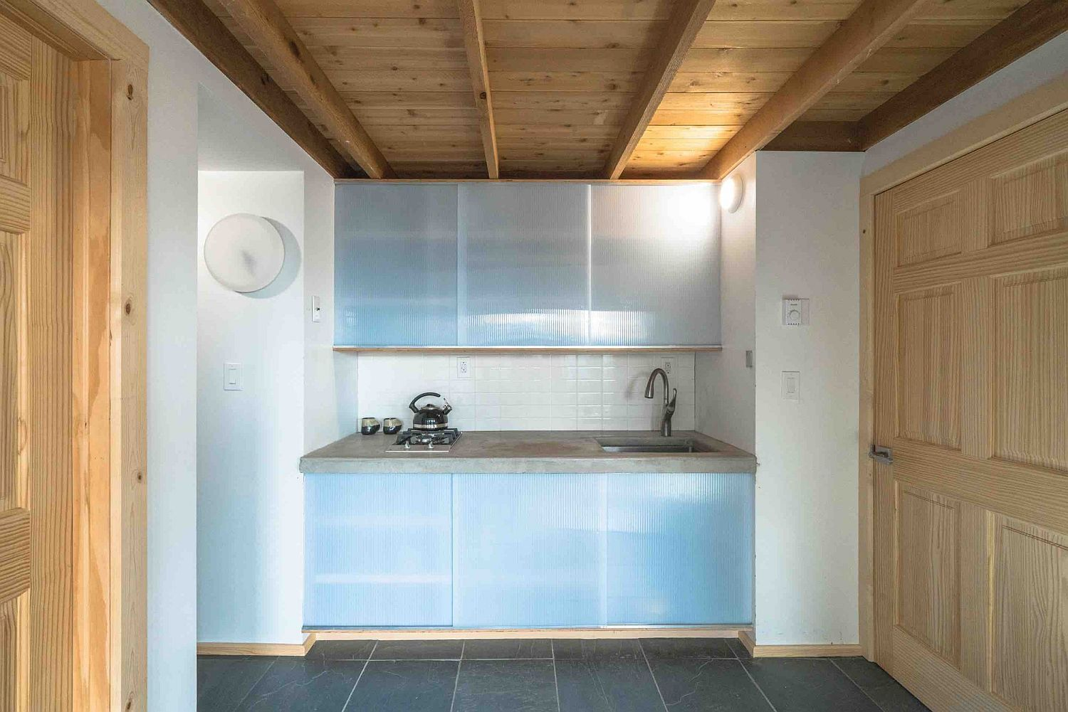 Small and minimal kitchen with frosted glass doors for cabinets