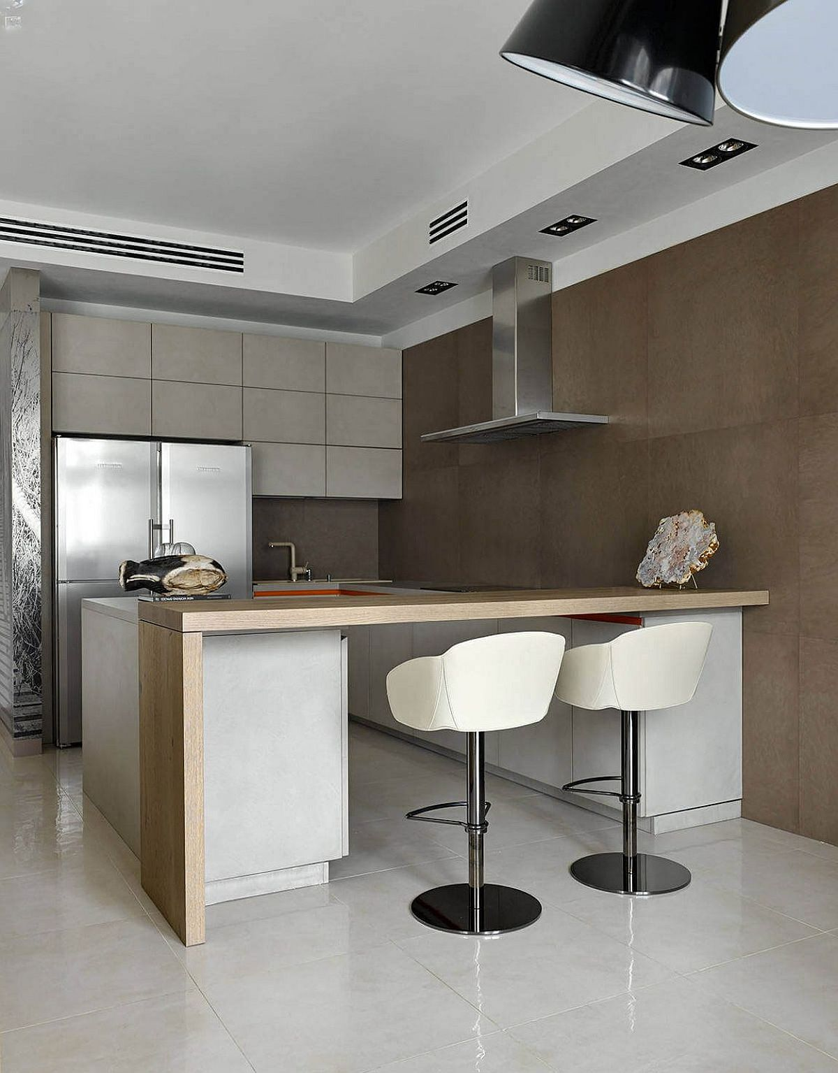Small kitchen with breakfast bar and space-savvy deisgn
