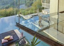 Sneak-peek-into-Justin-Biebers-awesome-bedroom-with-glass-floor-217x155