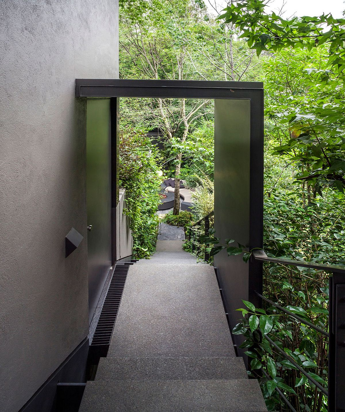 Staircase-leading-the-house-surrounded-by-greenery