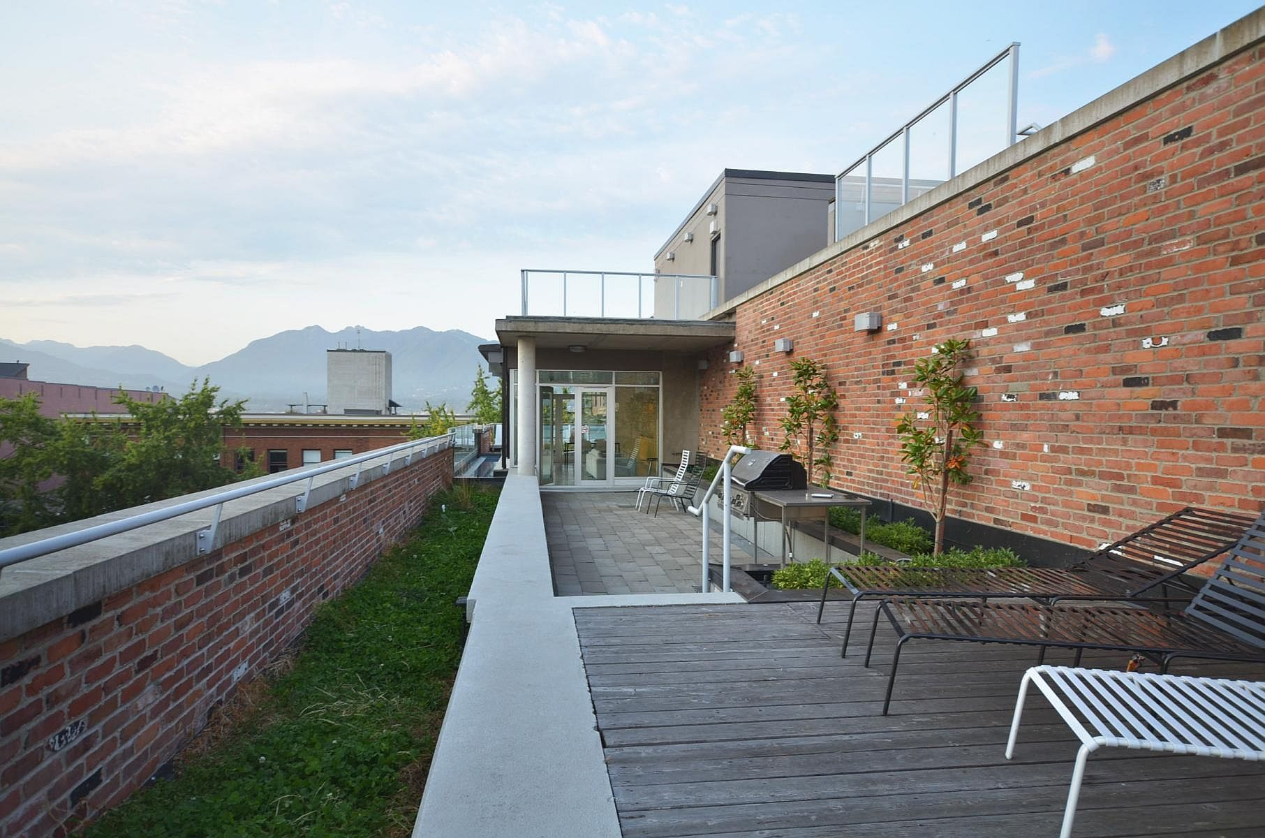 Terrace with a relaxing hangout and a view of Vancouver