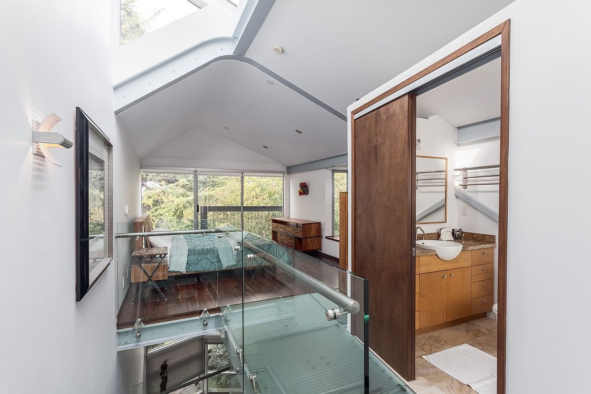 Top level glass walkway connecting the home office with the bedroom