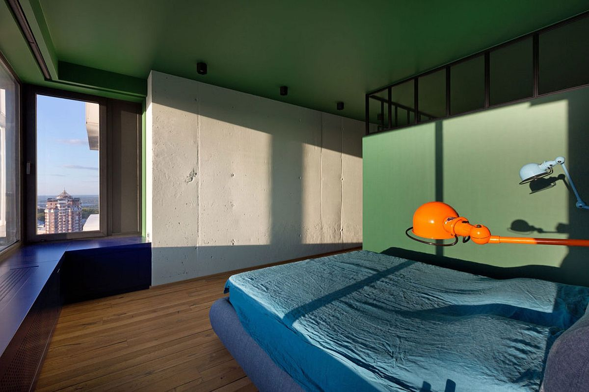 Touch-of-green-enlivens-the-minimal-bedroom