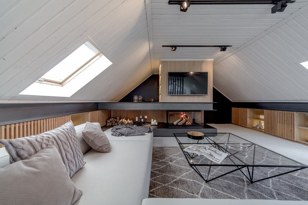Comfortable and cozy 30 attic apartment inspirations for Tranquil living room