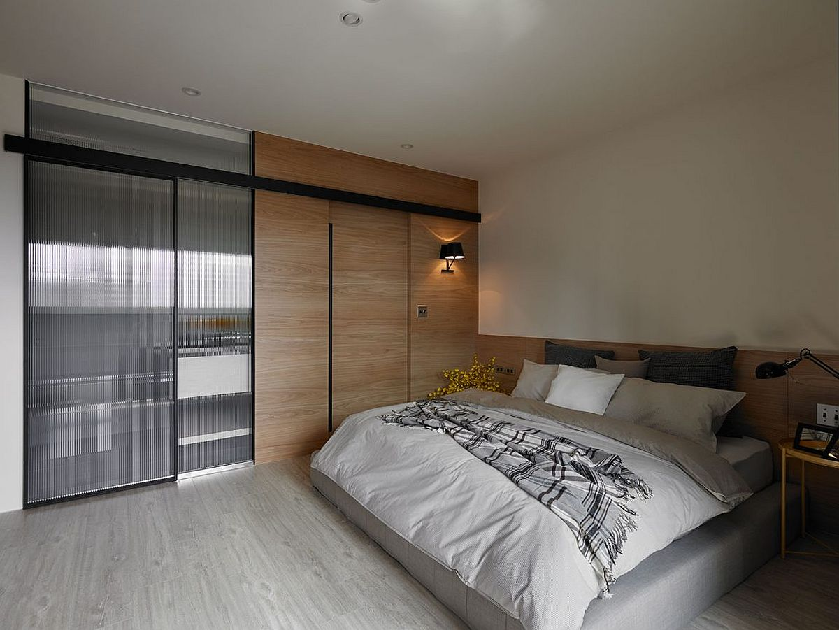 Translucent glass doors for the bedroom wardrobe
