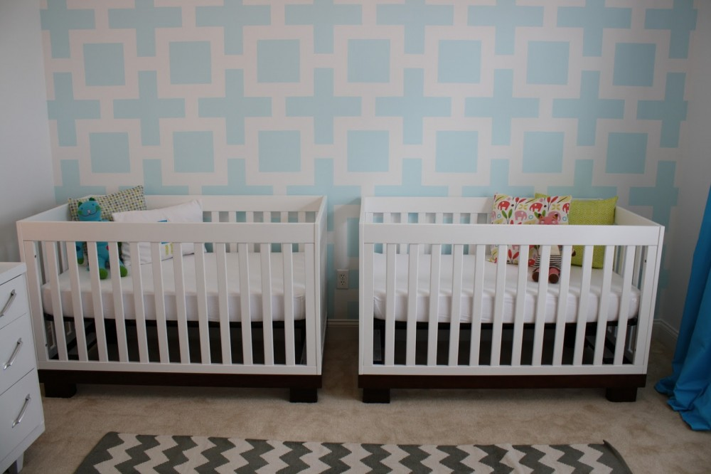 Twin nursery with a unque wall decoration